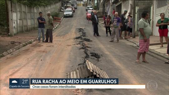 Asfalto de rua de Guarulhos racha ao meio após obra em terreno vizinho