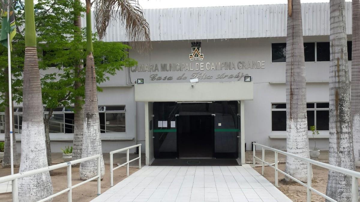 Lei que exige interprete de libras em eventos é aprovada na Câmara de Campina Grande
