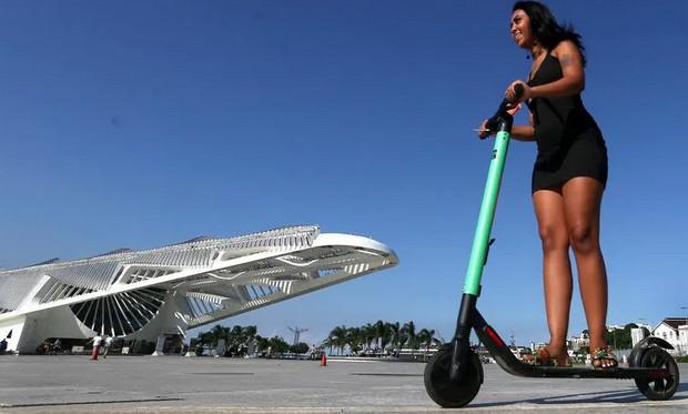'É só ficar em cima e se equilibrar', diz Iara  (Foto: Estadão Conteúdo)