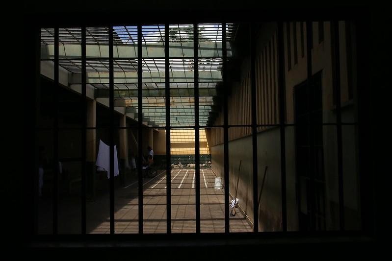 Familiares de detentos têm pagamento do auxílio emergencial retido pelo governo