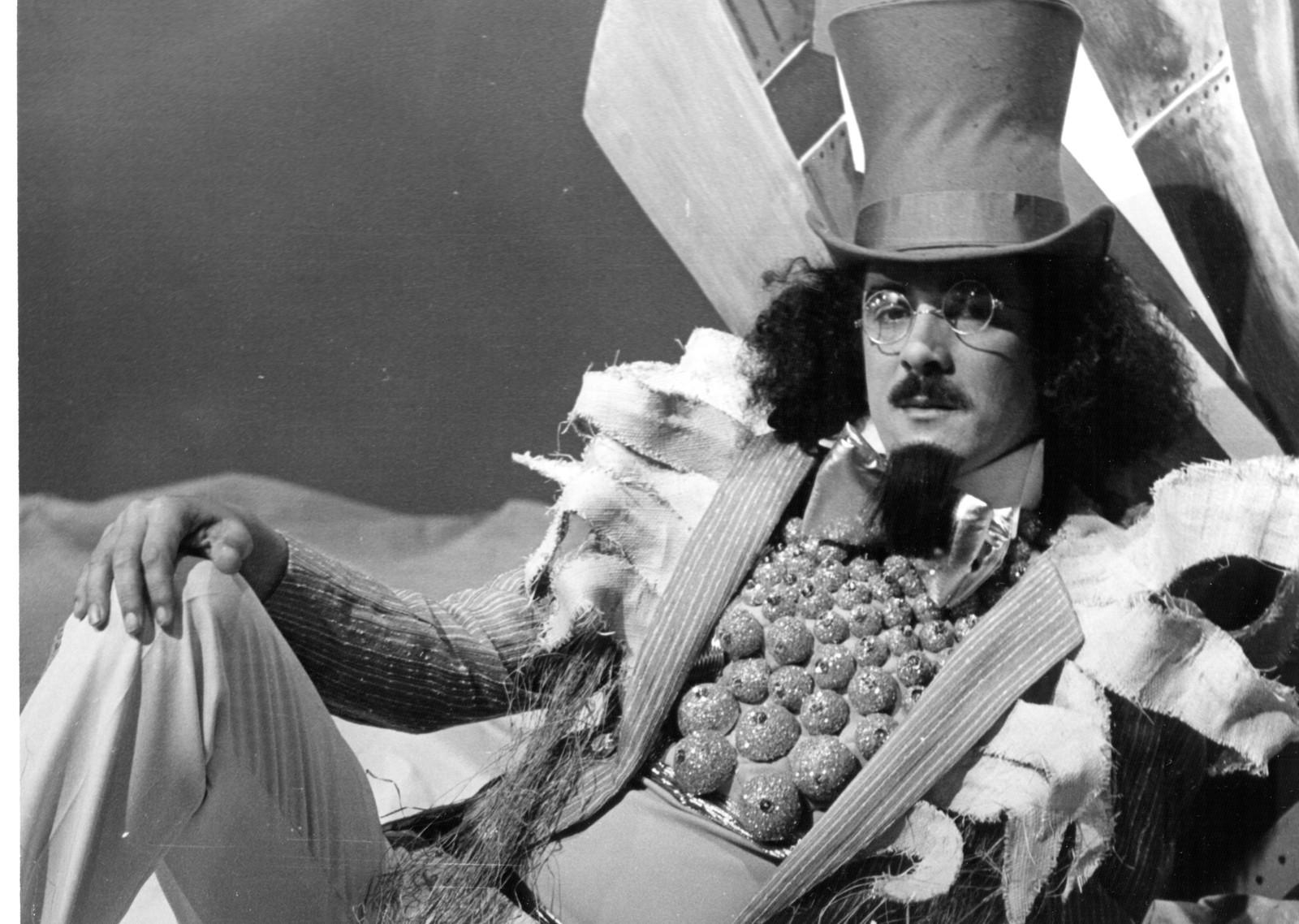 Moraes Moreira interpreta o Visconde de Sabugosa no especial 'Pirlimpimpim', exibido originalmente pela Globo em 1982 — Foto: Acervo TV Globo