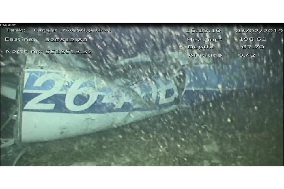 Primeira imagem dos destroços da aeronave no fundo do Canal da Mancha â?? Foto: Divulgação / AAIB