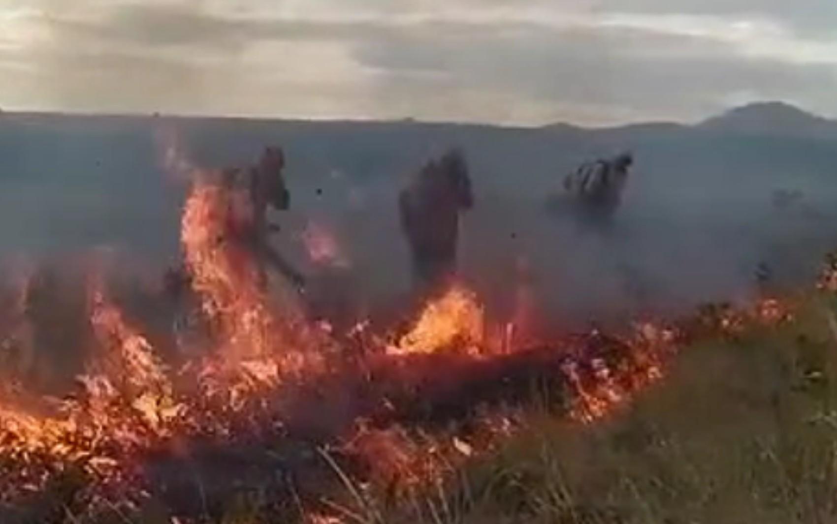 Incêndio destrói parte da vegetação do Parque Nacional da Chapada dos Veadeiros, em Goiás