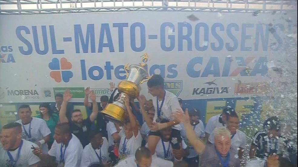 Na temporada passada, o Operário-MS encerrou um jejum de 21 anos e conquistou o estadual do Mato Grosso do Sul — Foto: TV Morena/Reprodução