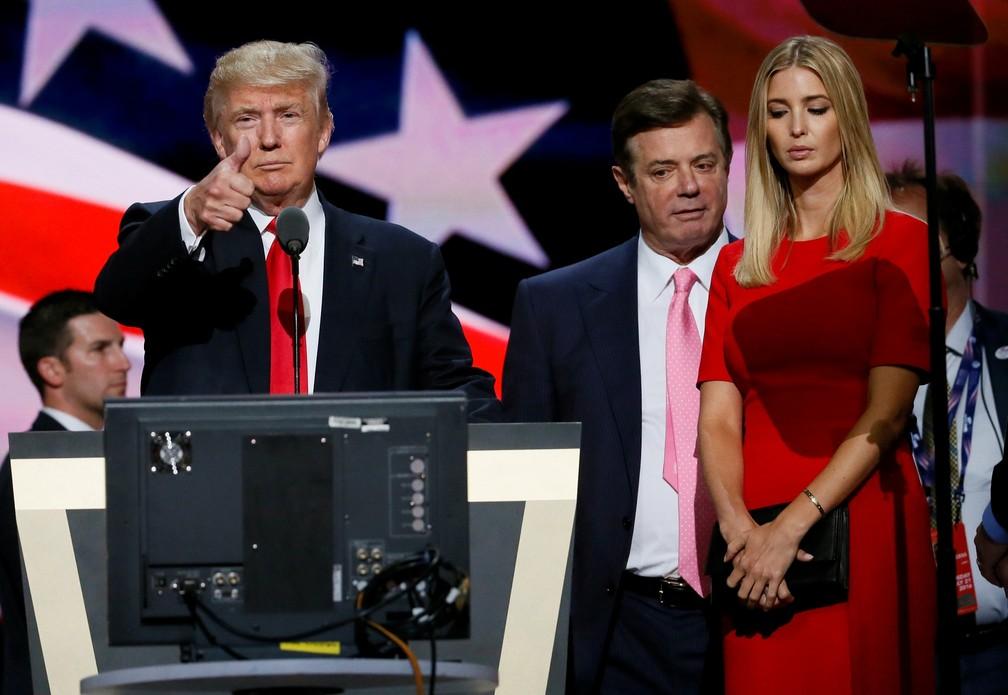 Paul Manafort ao lado de Trump durante Convenção Republicana em Cleveland em 21 de julho de 2016 — Foto: Rick Wilking/Reuters