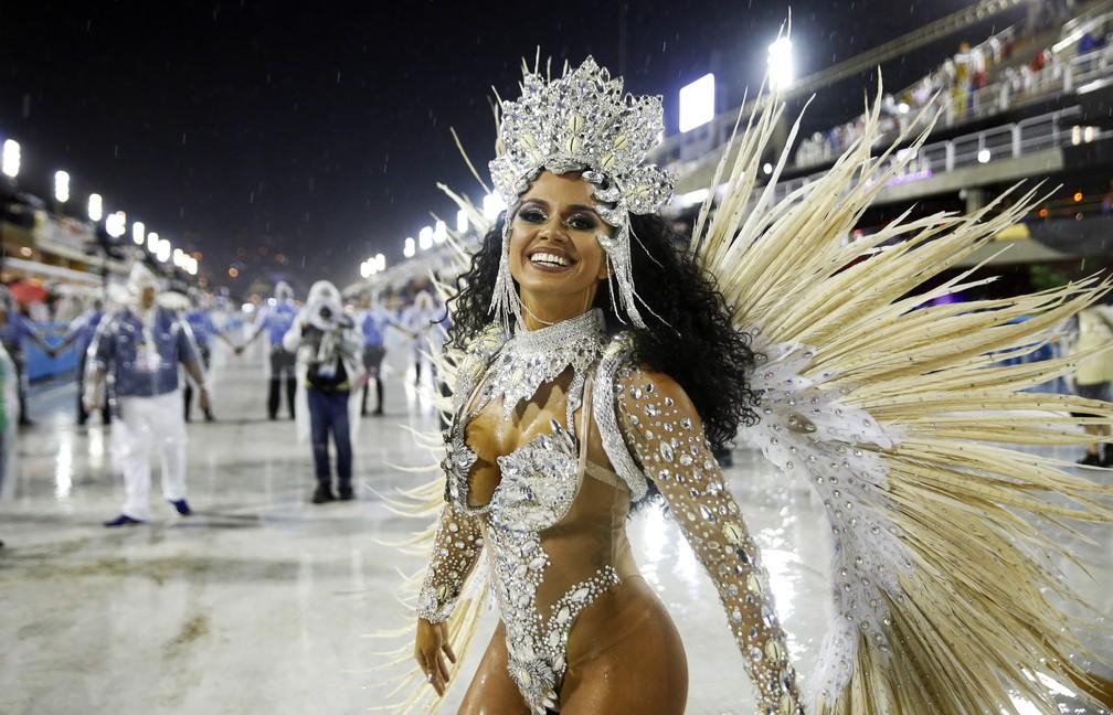 Rosana Farias, rainha da Unidos da Ponte — Foto: Marcos Serra Lima/G1
