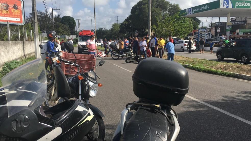 Acidente aconteceu no início da tarde desta terça-feira (17) — Foto: Heloísa Guimarães/Inter TV Cabugi