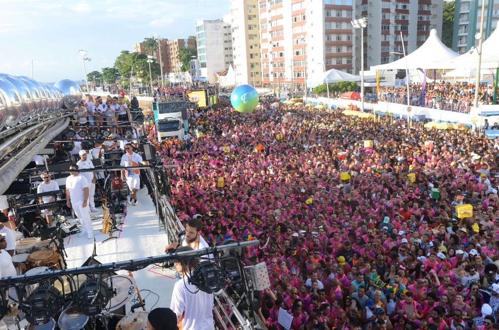 Concentração de bloco no Farol da Barra, no carnaval de Salvador de 2020 — Foto: ...</div></div>                                         <div class=