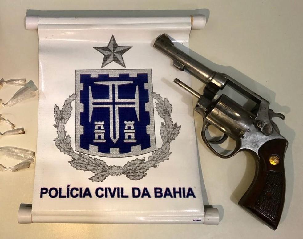 Arma usada no crime foi apreendida com suspeitos de matar adolescente na Bahia (Foto: Polícia Civil/ Divulgação)