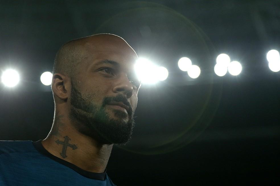 Facho de luz: Bruno Silva garante estar com a cabeça só no Botafogo (Foto: Vitor Silva/SSPress/Botafogo)