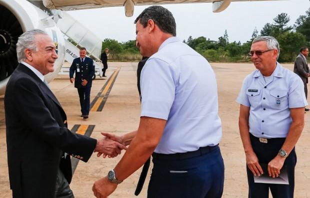 O presidente da República, Michel Temer, ao desembarcar em Brasília após viagem à Ásia (Foto: Presidência da República)