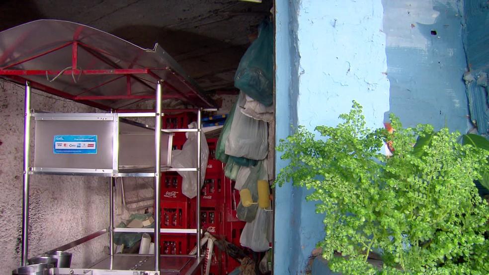 Carroça de cachorro-quente de Barruada ficou parada durante período de proibição de comércio em Pernambuco, em 2020 — Foto: TV Globo/Reprodução