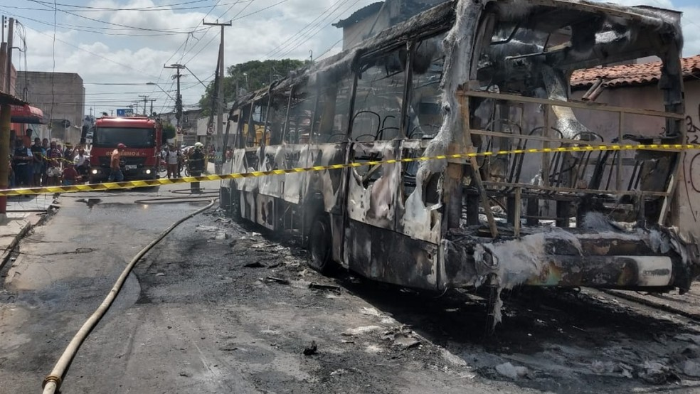 Frota de ônibus foi reduzida em Fortaleza após veículos serem incendiados — Foto: Messias Borges/SVM