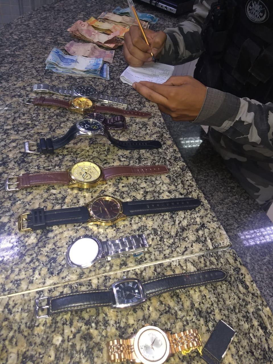 Bope prende homem com nove relógios, drogas, dinheiro e eletrônicos em Boa Vista