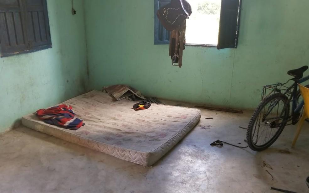 Alojamento de menores que trabalhavam em situação análoga a escravidão, em fazenda na Bahia (Foto: Divulgação/ MPT-BA)