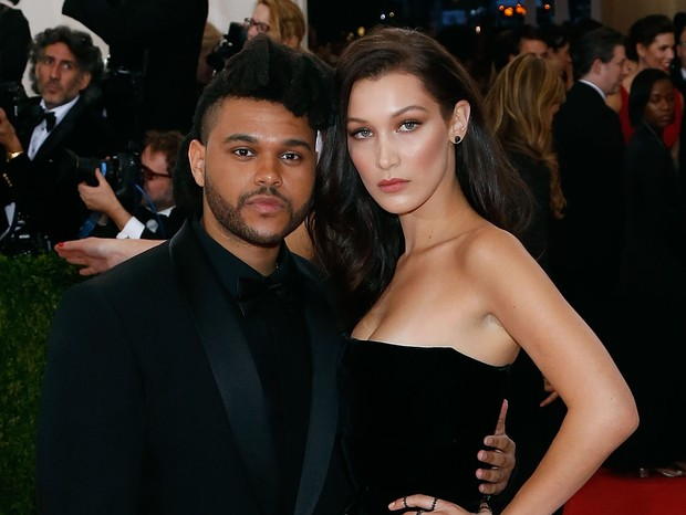 "NEW YORK, NY - MAY 02:  The Weeknd and Bella Hadid attend ""Manus x Machina: Fashion in an Age of Technology"", the 2016 Costume Institute Gala at the Metropolitan Museum of Art on May 02, 2016 in New York, New York.  (Photo by Taylor Hill/FilmMagic) (Foto: FilmMagic)"