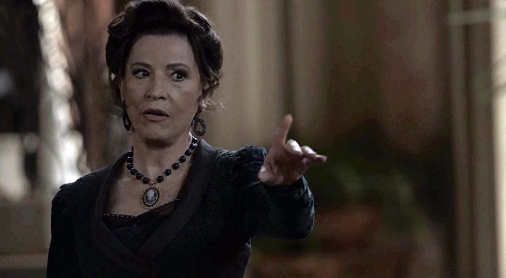 Lady Margareth demite Darcy do comando da ferrovia  (Foto: TV Globo)