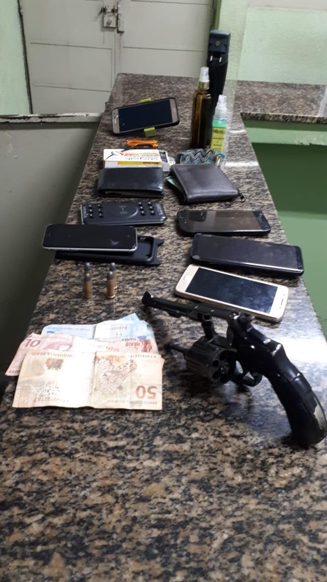 Dupla é presa após assaltar motorista de aplicativo e passageiros em SP - Notícias - Plantão Diário