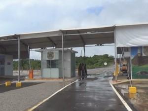 Posto provisório da alfândega na ponte binacional que liga o município de Oiapoque, no Amapá à Guiana Francesa (Foto: Reprodução/TV Amapá)