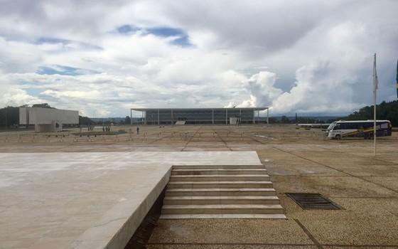 Praça dos Três Poderes está vazia em dia de julgamento de HC do ex-presidente Lula (Foto: Época)