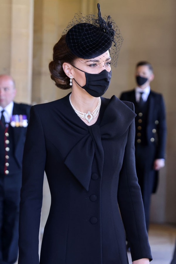 WINDSOR, ENGLAND - APRIL 17: Catherine, Duchess of Cambridge arrives for the funeral of Prince Philip, Duke of Edinburgh at Windsor Castle on April 17, 2021 in Windsor, England. Prince Philip of Greece and Denmark was born 10 June 1921, in Greece. He serv (Foto: WPA Pool/Getty Images)