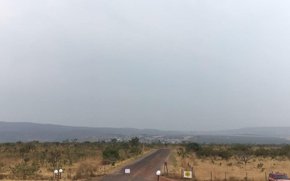 Tempo está encoberto na região da Chapada dos Veadeiros após pancadas de chuva (Foto: Vitor Santana/G1)