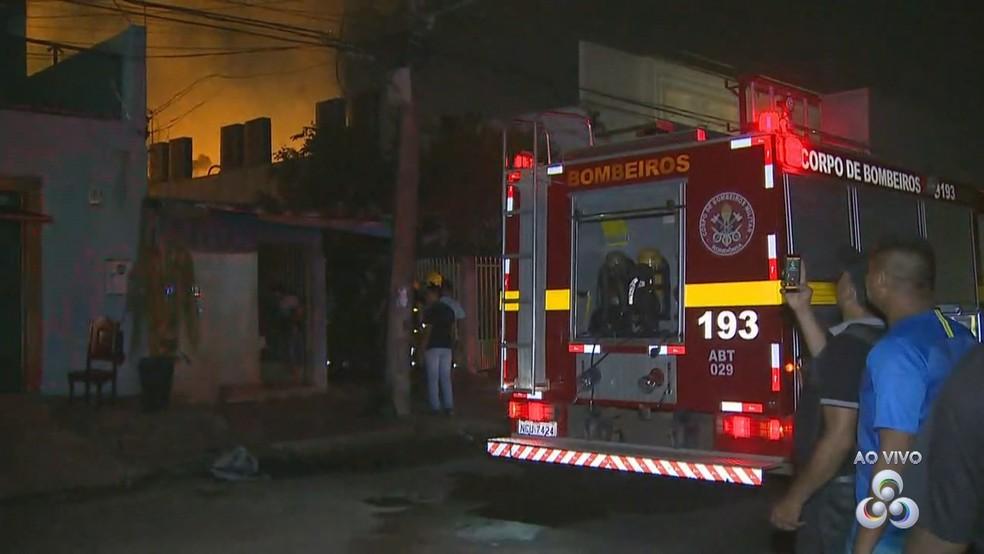 Incêndio foi controlado após cerca de duas horas de ação do Corpo de Bombeiros em Porto Velho — Foto: Reprodução/Rede Amazônica