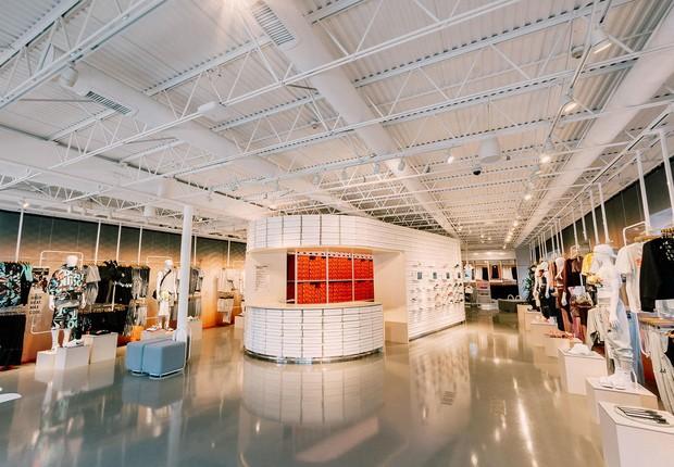 Visão geral da nova loja da Nike, em Los Angeles, que usa recursos digitais para potencializar as vendas (Foto: Divulgação/Nike)