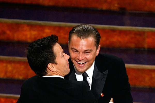 Leonardo DiCaprio e Mark Wahlbergna cerimônia do Oscar de 2007 (Foto: Getty Images)