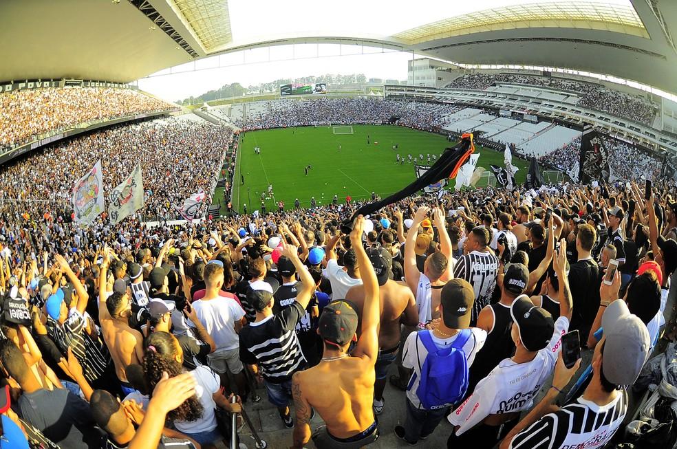 219a33459fabd ... Torcida do Corinthians lotou a arena em treino antes da semifinal  contra o Flamengo — Foto