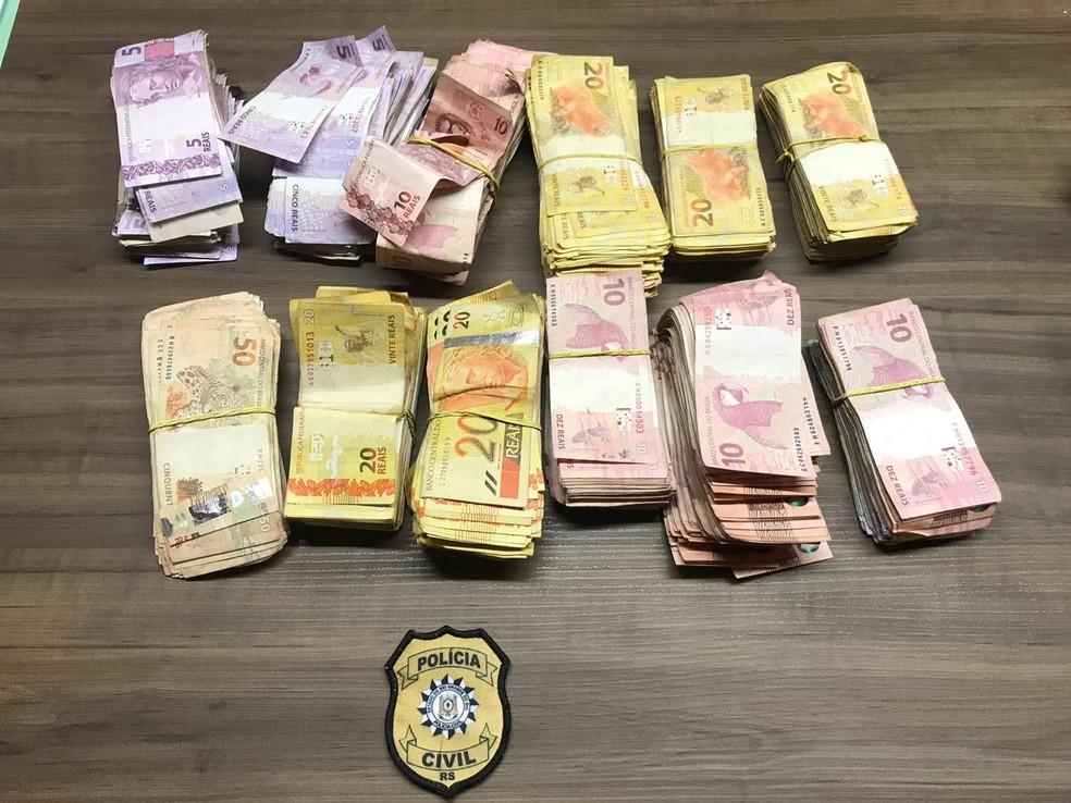 Polícia acredita que o dinheiro apreendido seja de uma das agências bancárias de Paim Filho — Foto: Divulgação/Polícia Civil