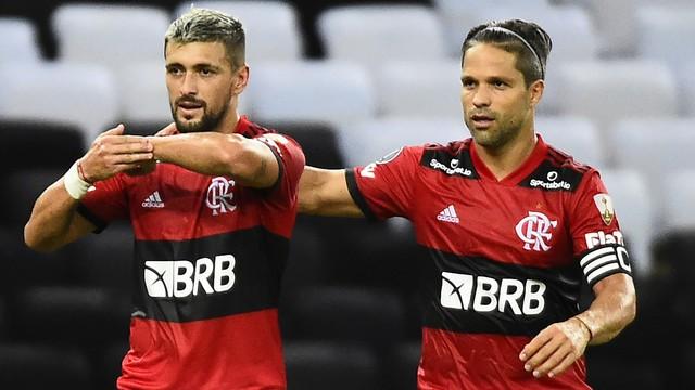 Arrascaeta e Diego, do Flamengo, contra o La Calera