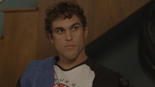 Gabriel se irrita ao descobrir mentira de Irene e Bárbara