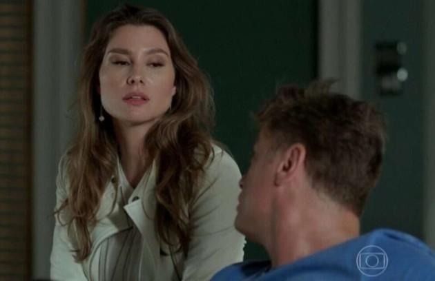 Na sexta-feira (18), Natasha (LaviniaVlasak) avisa a Arthur e Jojô (Giovanna Rispoli) que não irá mais para Miami. (Foto: TV Globo)