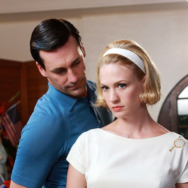 January Jones, a Betty Draper da série Mad Men, e Jon Hamm, que interpreta seu marido, o publicitário Don Draper (Foto: Divulgação)