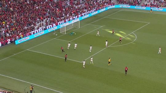 Análise: saída de bola e falhas da defesa expõem o Athletico e definem derrota para o Flamengo