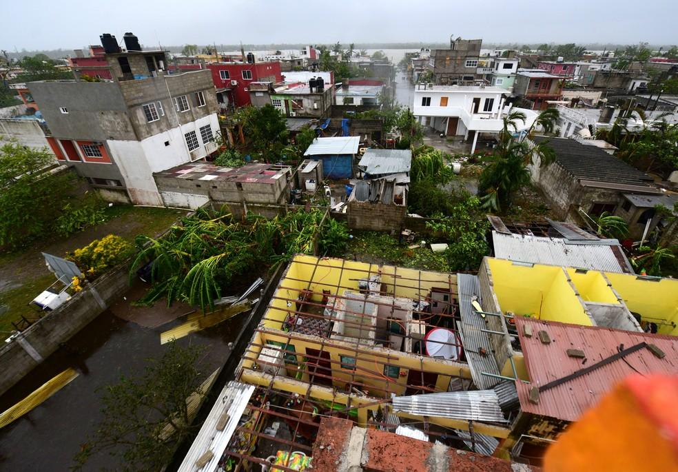 Estragos do Furacão Grace, em Tecolutla, no México, neste sábado (21). — Foto: REUTERS/Oscar Martinez