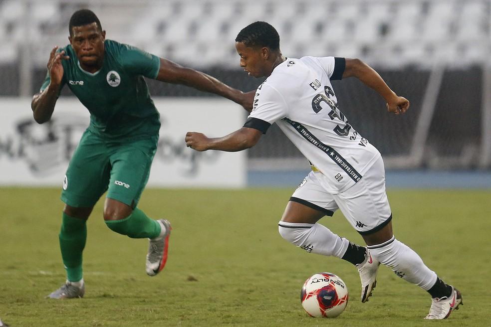 Ênio deu trabalho à defesa do Boavista — Foto: Vitor Silva/Botafogo