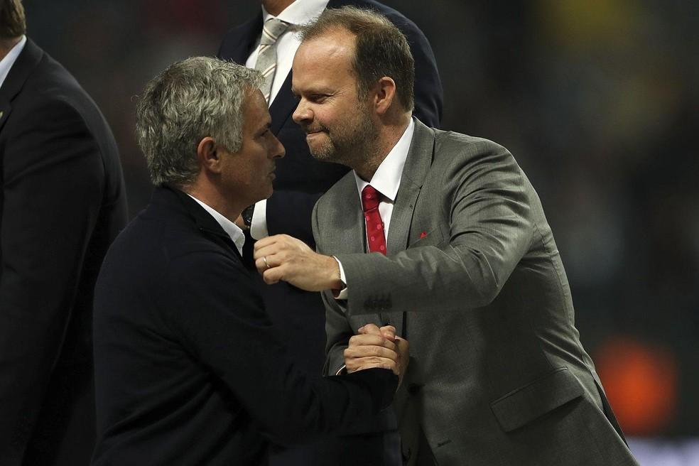 Ed Woodward e José Mourinho — Foto: Leonardo Miranda