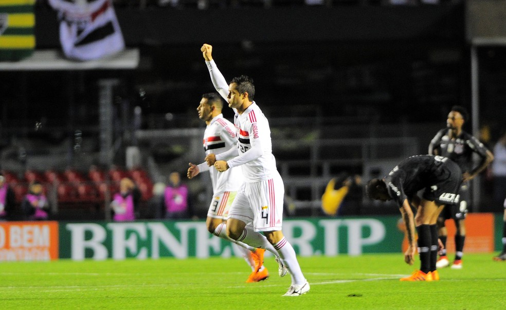 Anderson Martins fez seu primeiro gol com a camisa do São Paulo (Foto: Marcos Ribolli)