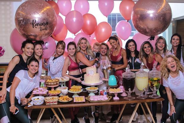 Karina Bacchi convida famosas para aniversário em academia (Foto: Thiago Duran / AgNews)
