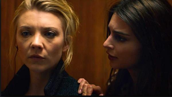 Natalie Dormer e Emily Ratajkowski no filme In Darkness (Foto: Divulgação)