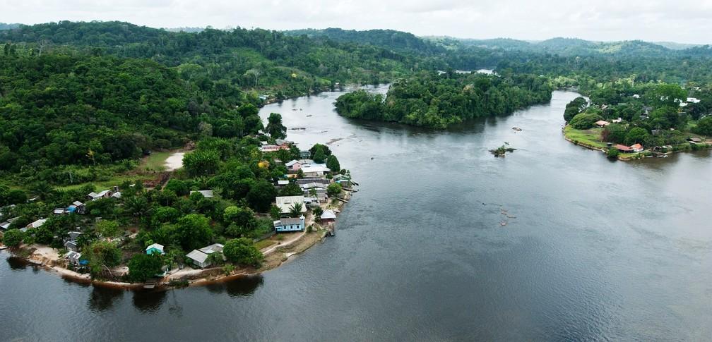 Apesar do nome 'Vila Brasil', comunidade fica do lado francês do rio Oiapoque, que divide os dois países — Foto: Guillaume Feuillet/Parc amazonien de Guyane