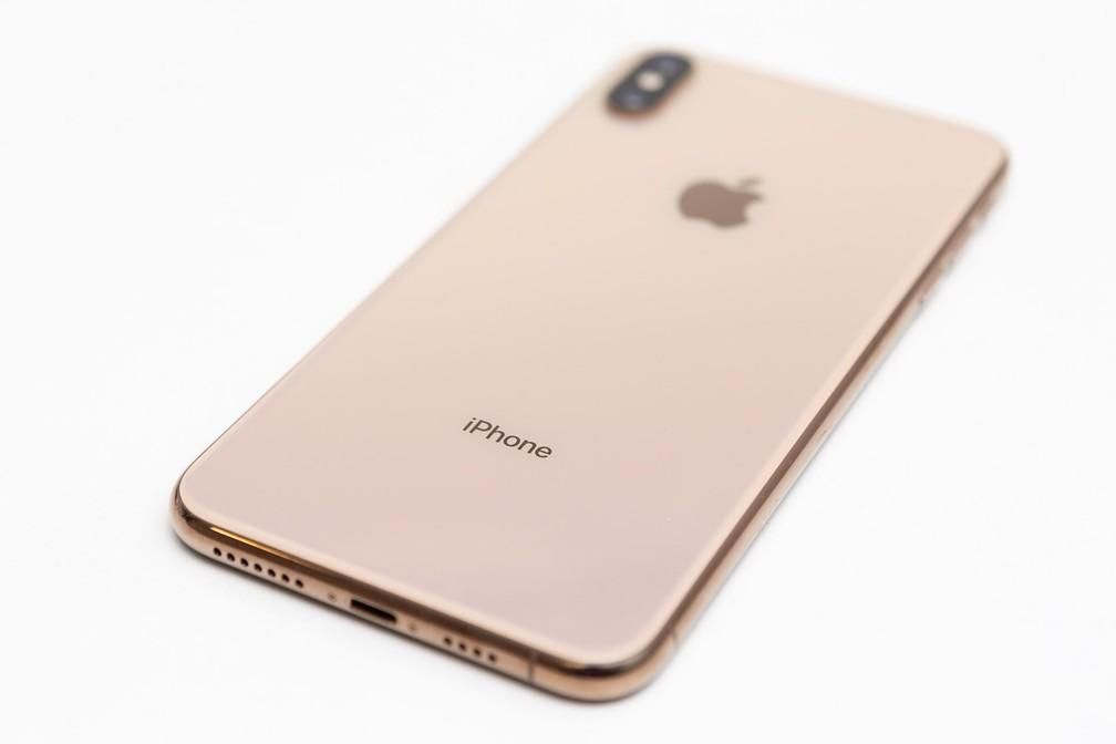 iPhone Xs Max na cor dourada — Foto: Marcelo Brandt/G1