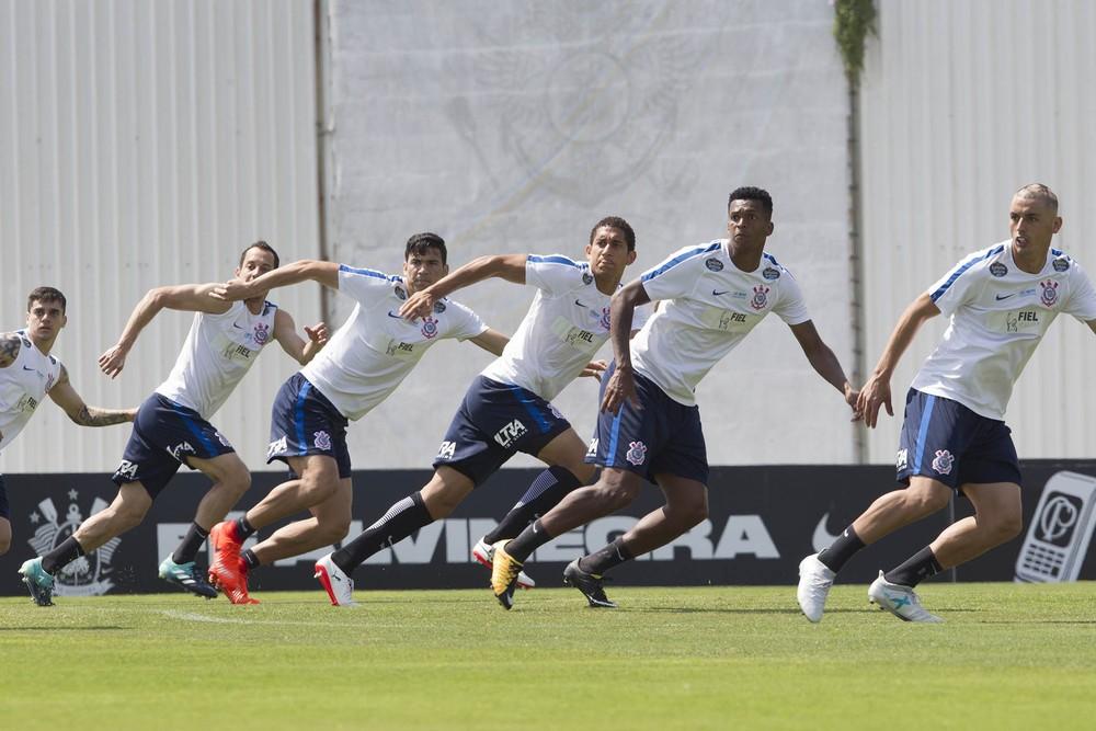 Corinthians empata com Racing e chega ao terceiro jogo sem vitória