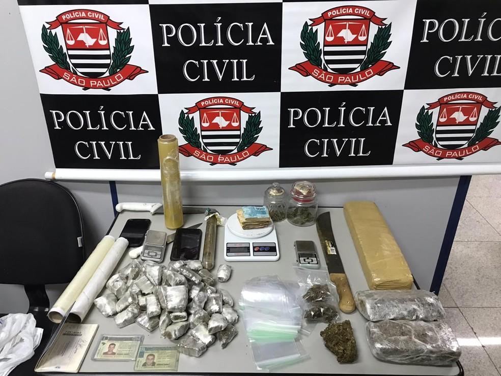 Drogas encontradas nos endereços alvo de busca da polícia em São José — Foto: DIG/Divulgação