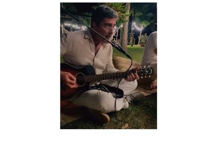 Junno Andrade, marido de Xuxa, cantou durante a festa Reprodução