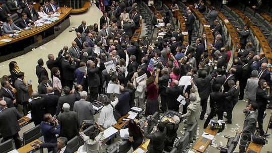 Deputado do PR se diz alvo de 'retaliação' por ter votado contra Temer