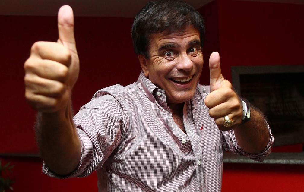 Wagner Montes (PDT), candidato a deputado estadual mais votado no estado do Rio comemora em sua casa na Barra da Tijuca — Foto: Ivo Gonzalez / Agência O Globo