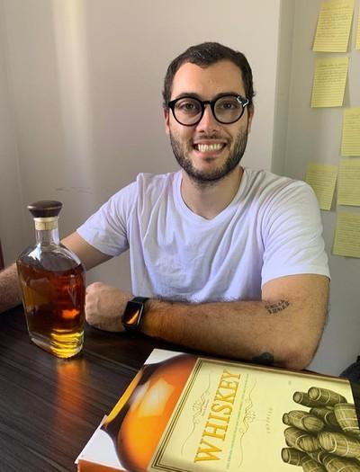 Henrique Carolenske tirou do papel o sonho de ter sua própria marca de bebidas (Foto: Divulgação)